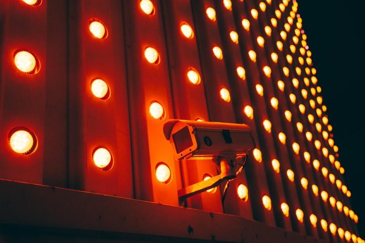 مزایا و معایب استفاده دوربین مداربسته در مدارس